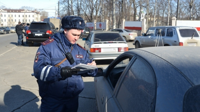 На дорогах Вологды массово проверяют водителей