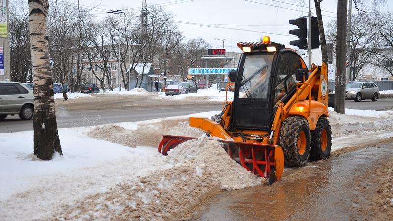 В областном центре идет расчистка улиц от снега