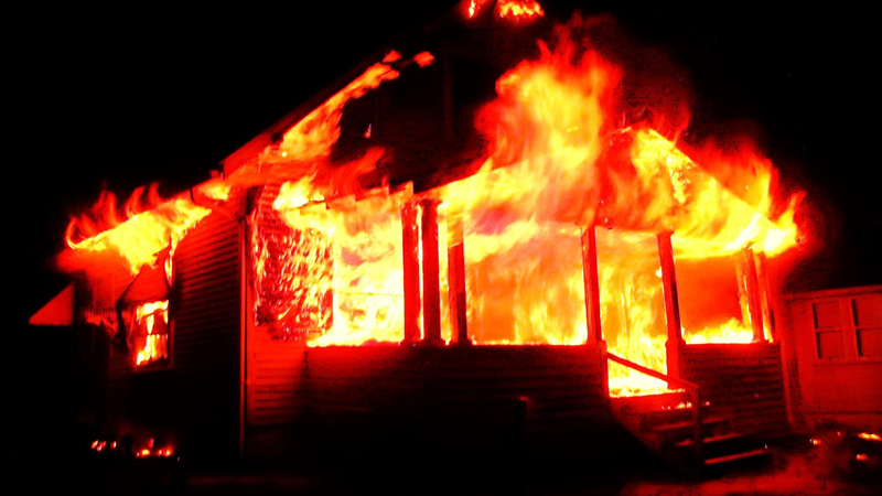 В Кирилловском районе огонь уничтожил дачу стоимостью 4,5 млн рублей