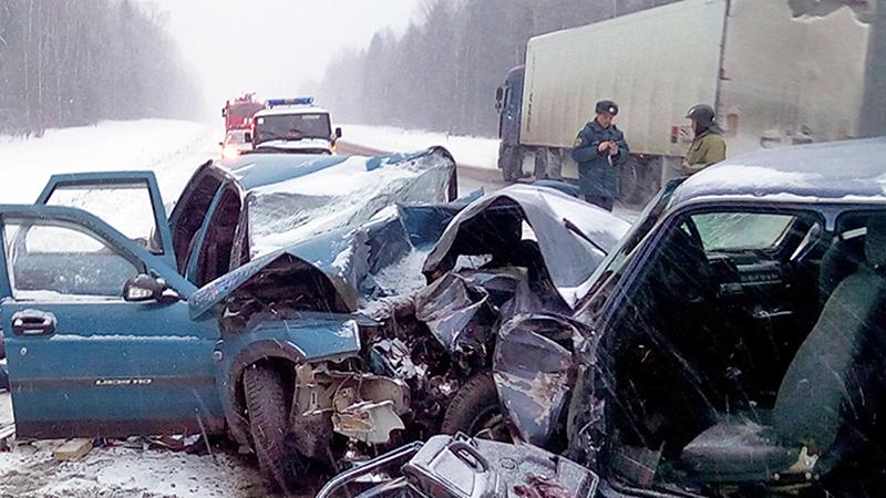 Четыре человека погибли в лобовой аварии в Шекснинском районе