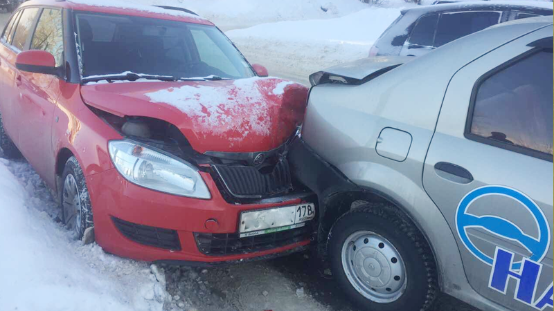 В Череповце 54-летняя женщина попала под колеса иномарки