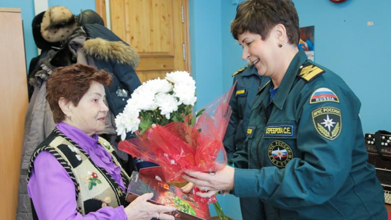 87-летнюю вологжанку наградили медалью «За спасение погибающих на водах»