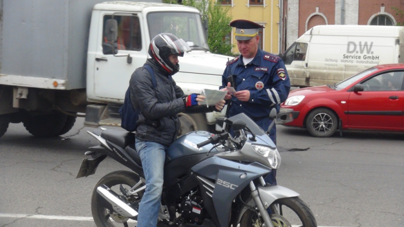 В Вологде сегодня прошел совместный рейд сотрудников ГИБДД и судебных приставов
