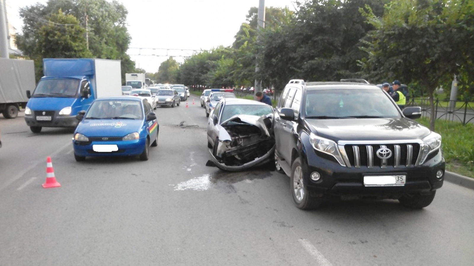 В Вологде мужчина, лишенный водительских прав, устроил тройную аварию