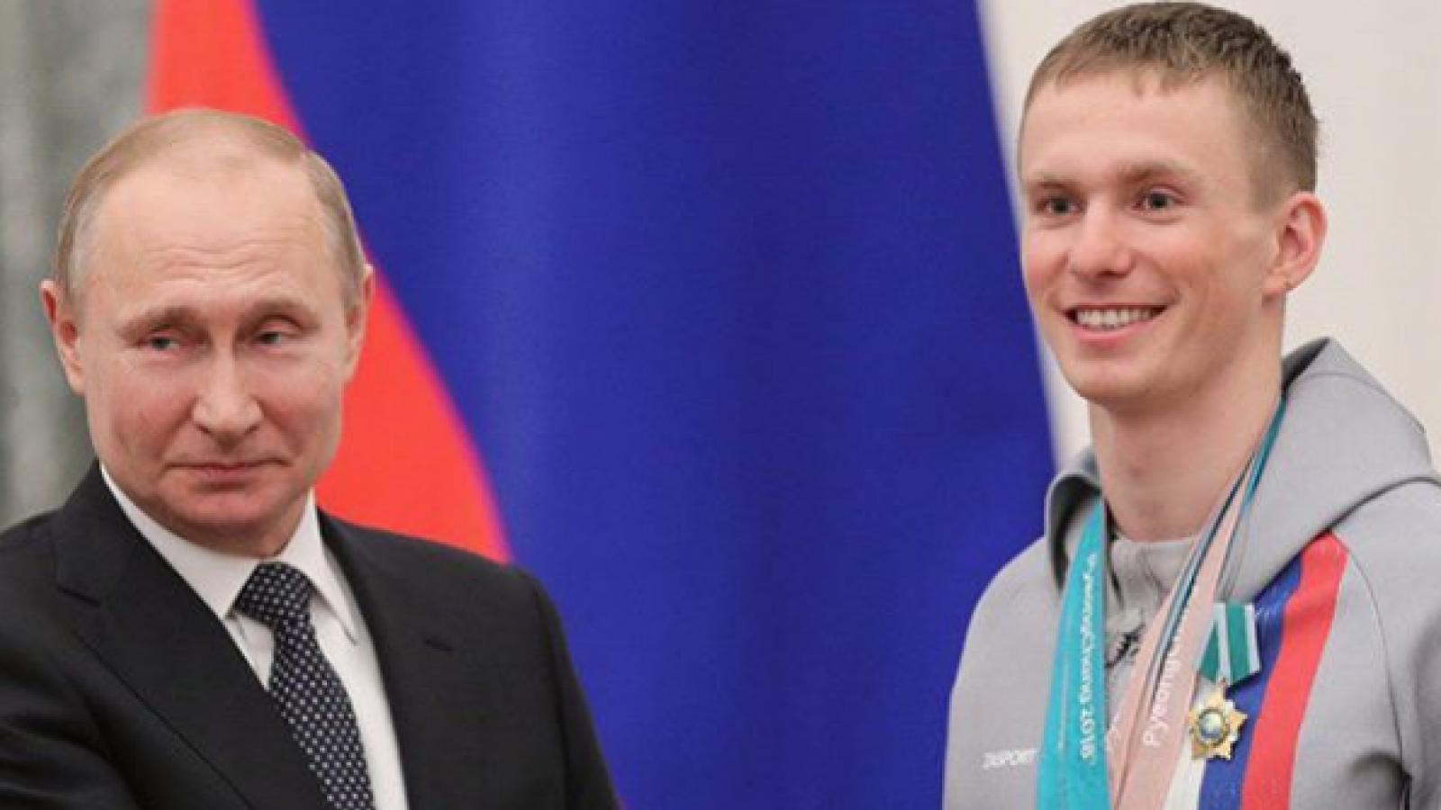 Денис Спицов получил диплом бакалавра