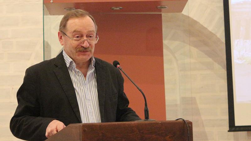 После продолжительной болезни скончался педагог и историк Александр Камкин
