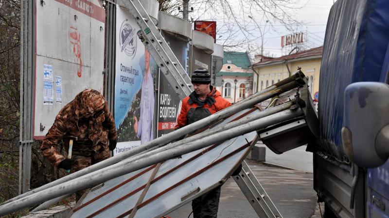13 незаконных рекламных конструкций демонтировали в Вологде
