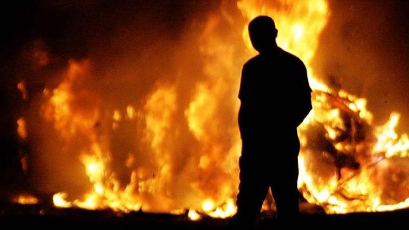 Житель Вологодской области облил бензином дом и сжег свою престарелую мать