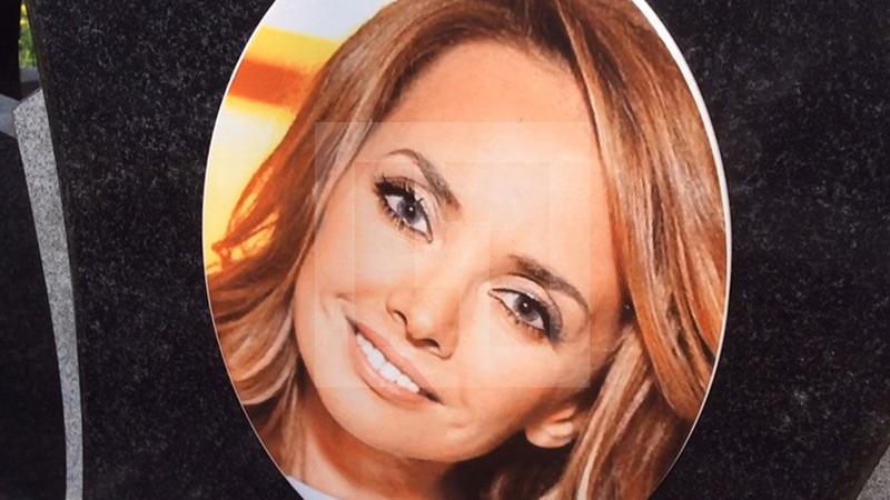 Вологодское похоронное агентство сделало надгробие с Жанной Фриске для рекламы