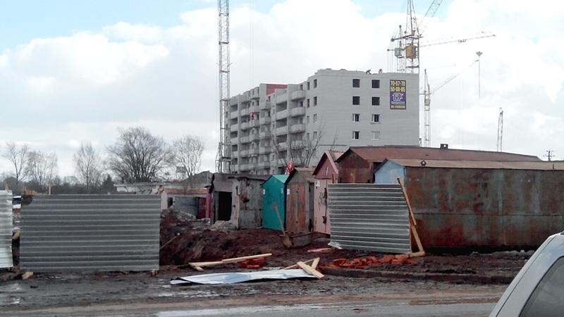 Коммунальщики разыскивают владельцев гаражей, расположенных на улице Ягодной