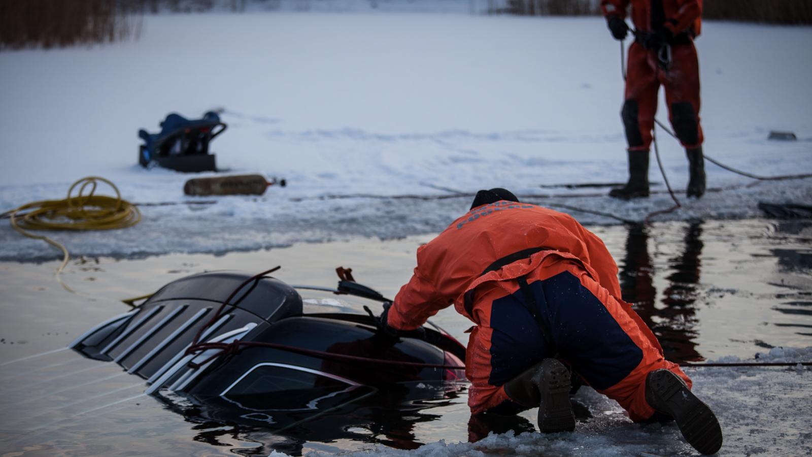 Что делать, если машина ушла под лёд?