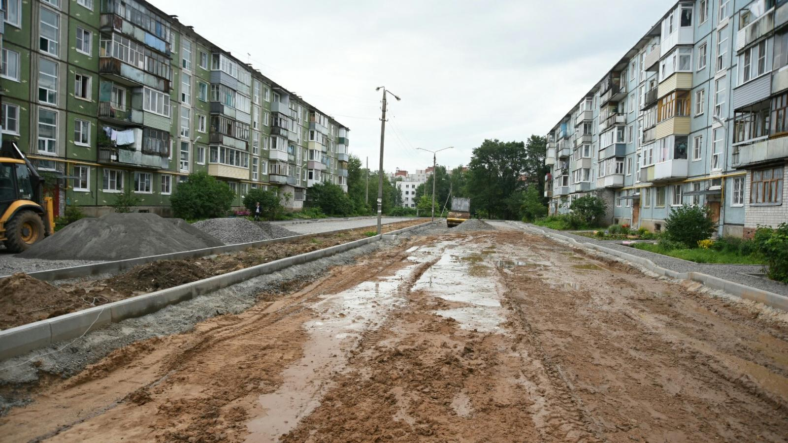 Мэр не доволен подрядчиком, который должен был ремонтировать дворы в некоторых районах Вологды