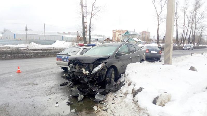 На улице Чернышевского в Вологде столкнулись две иномарки