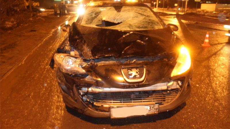 В Вологде на Пошехонском шоссе 25-летняя девушка сбила трех пешеходов, один из них скончался