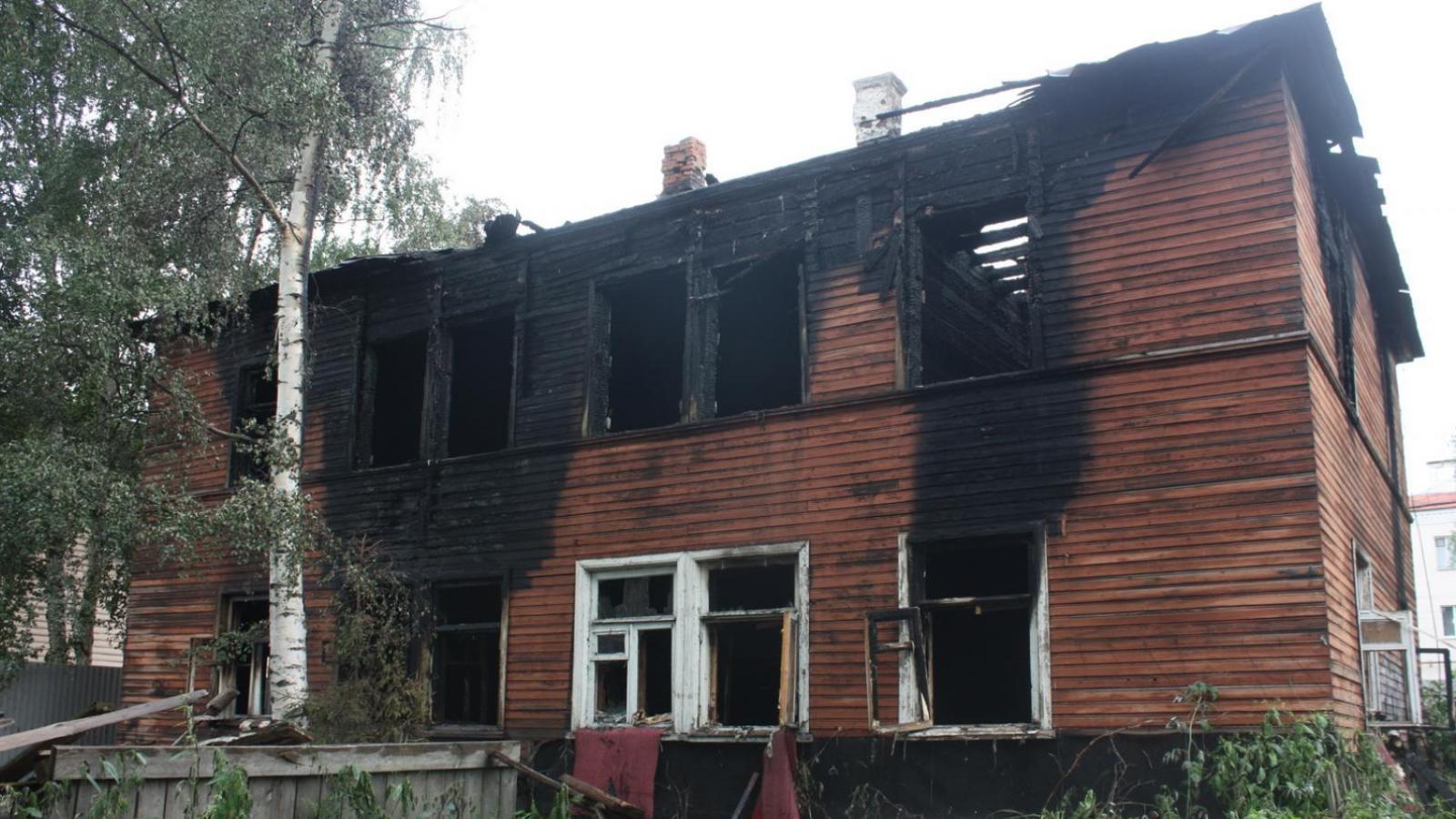 Городские власти хотят остановить продажу и аренду участков земли, где горели расселенные дома
