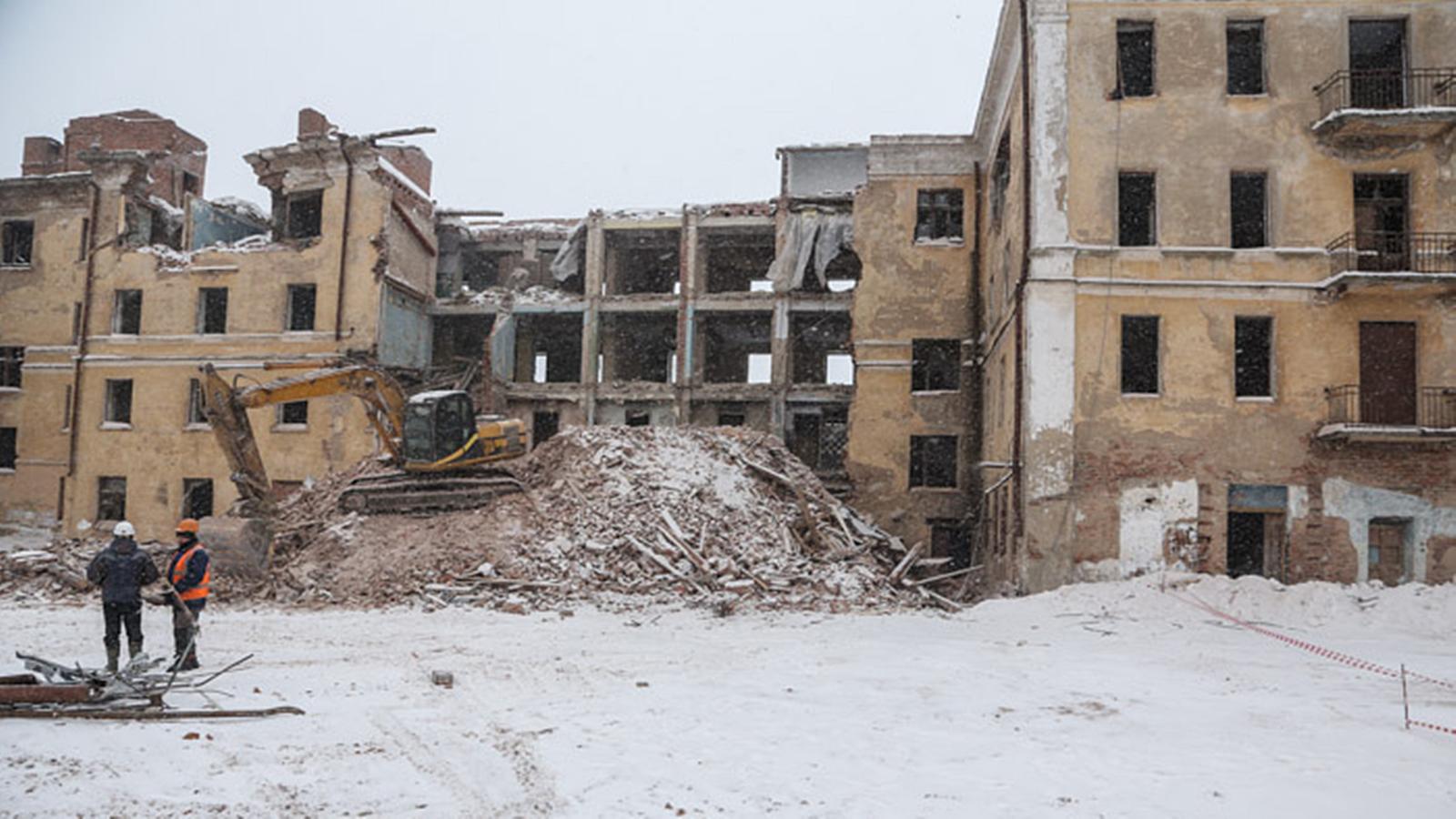«Сталинку» на Чернышевского начали сносить