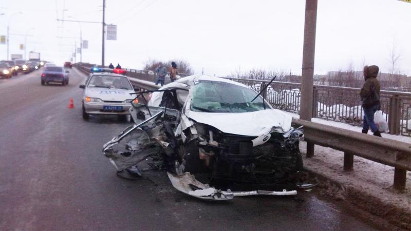Вчера четыре автомобиля столкнулись на Ленинградском мосту