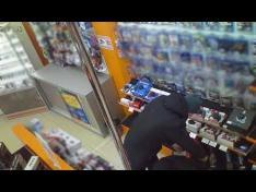 В Вологде двое мужчин украли игровую приставку из магазина электроники