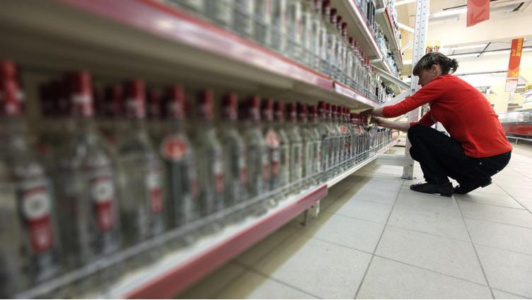В Череповце сотрудница супермаркета выпила алкоголь прямо на работе