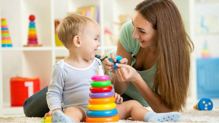 Детские пособия повысят до 10 тысяч рублей