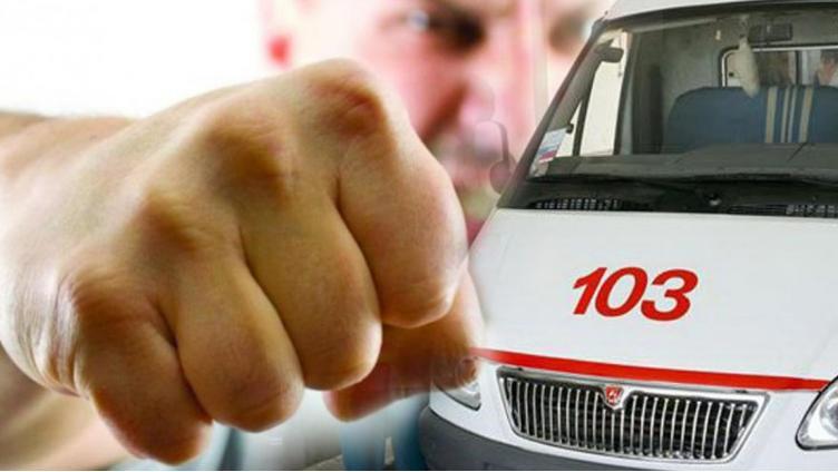 Вологжане избили прохожего и разбили машину скорой помощи