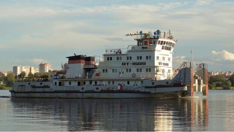 В порту Череповца столкнулись два судна