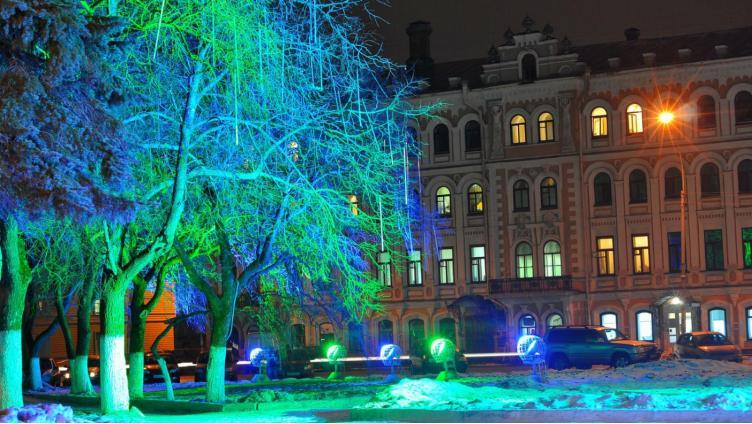 Центр Вологды засиял новогодними огнями