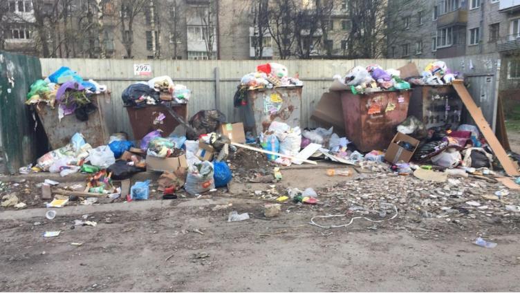 В некоторых дворах могут пропасть контейнеры для мусора