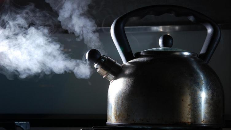 77-летняя вологжанка облила своего мужа кипятком из чайника