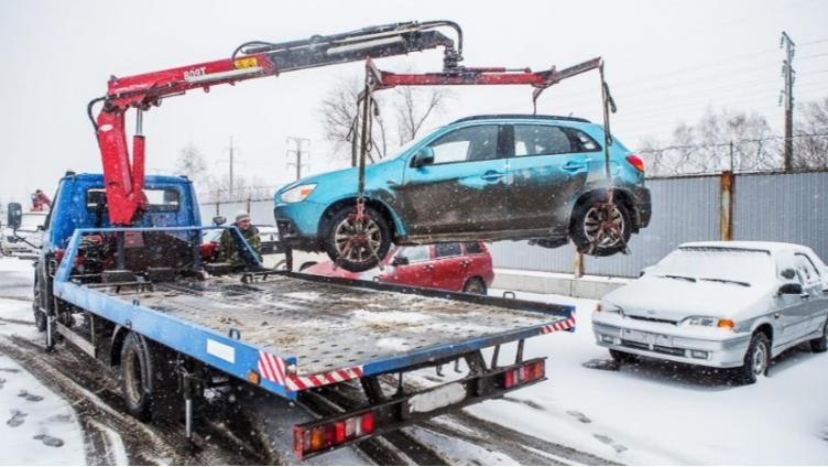 В Вологде убирают машины, мешающие уборке
