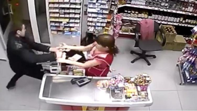 Вологжанин ограбил магазин в Вологде и избил продавщицу