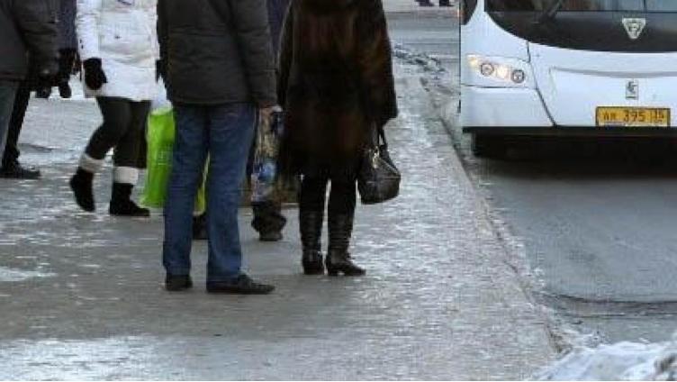 В Вологде девочка упала под автобус