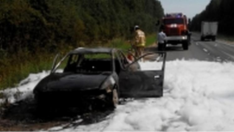 В Вологодской области на трассе полностью сгорела машина