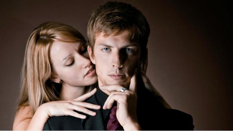 Почему многие  одинокие женщины  охотятся только  на женатых мужчин?