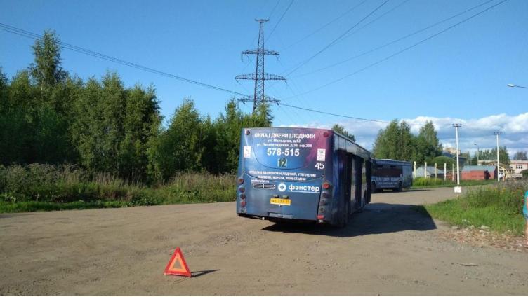 Вологжанка упала в автобусе и получила сотрясение мозга