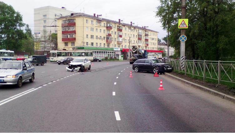 «Ауди» и «Киа» столкнулись в Вологде