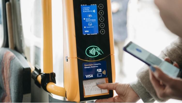 Вологжанам пообещали дать возможность оплачивать картой проезд в автобусе