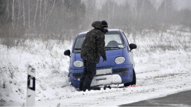 На вологодской трассе водитель чуть не замерз до смерти, оставив ключи в автомобиле