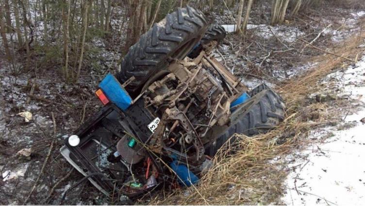 Сбил трактор с дороги