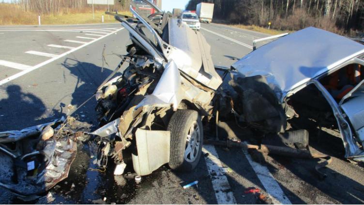 Страшное ДТП под Ярославлем: ВАЗ-2115 попал под грузовик