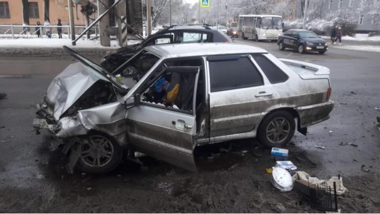 ДТП в Вологде: 2 машины не поделили дорогу