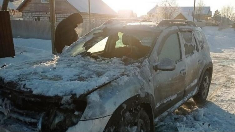 Мужчина сжёг машину в попытке её прогреть