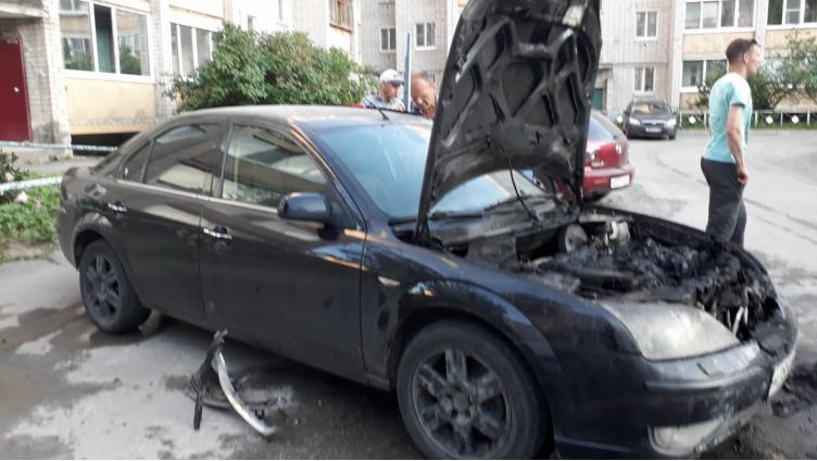 В области продолжают гореть автомобили