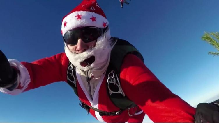 В День ВДВ Дед Мороз прыгнет с парашютом