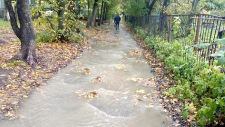 В микрорайоне Элма появилась река