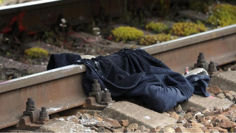 Мужчина погиб под колесами пассажирского поезда