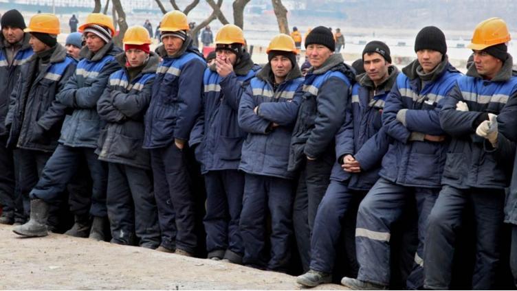 С 2019 года в России сократят количество работников-мигрантов в сфере строительства