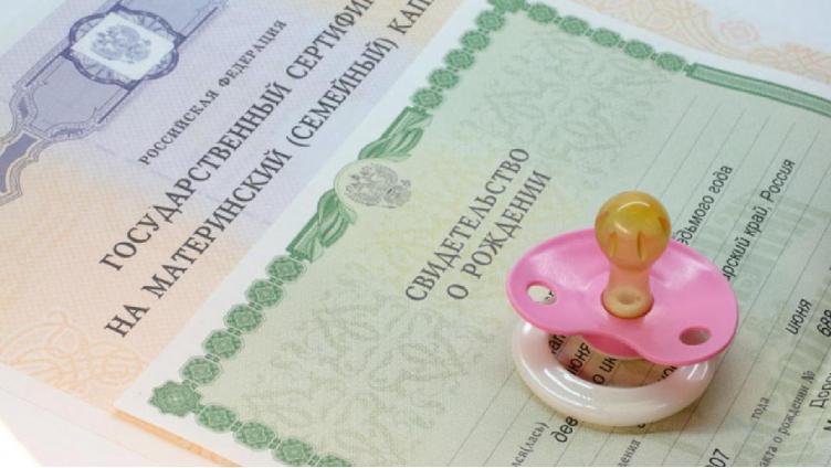 Семьям не хватает: в Череповце начали активно обращаться за маткапиталом