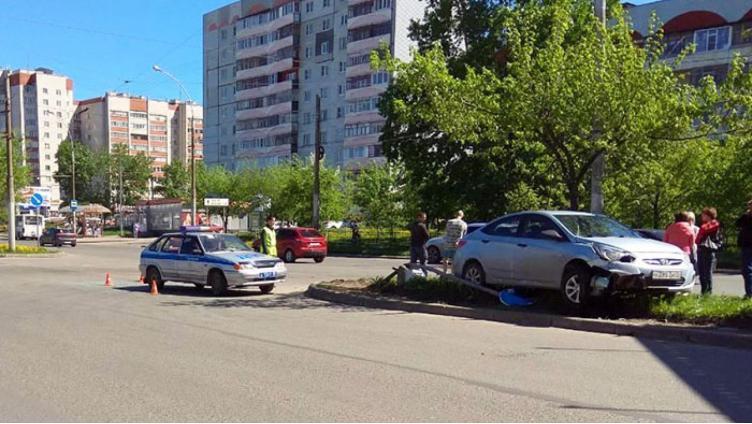 Водитель «Хендая» врезался в дерево и сломал позвоночник