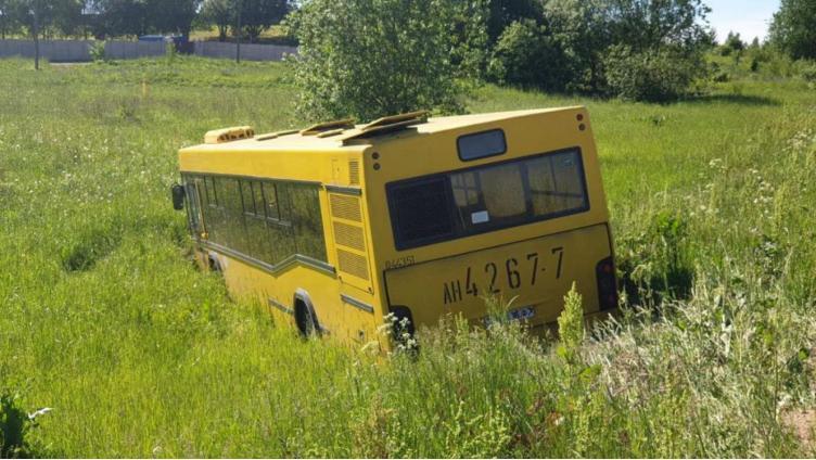 В Кирилловском районе автобус улетел в кювет